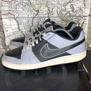 Nike backboard II men's size 10.5